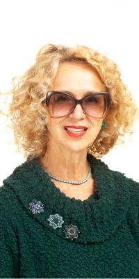 """Nijolė Degutienė, knygos """"Gražūs, sveiki ir stiprūs plaukai"""" autorė."""